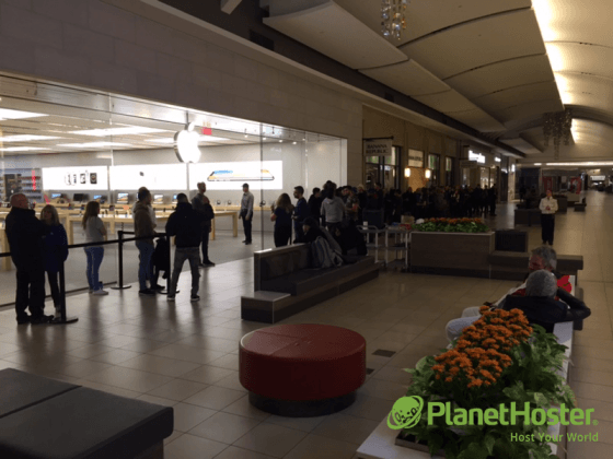 فروشگاه Apple Carefour Laval - مونترال - PlanetHoster